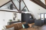 houten balken in de nok van het dak