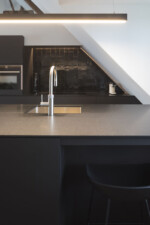 all black keuken graniet traceless zelige