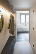 parket in de vestiaire marmer in badkamer