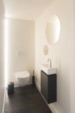 toilet LED lijn achter Sanbloc ronde spiegel